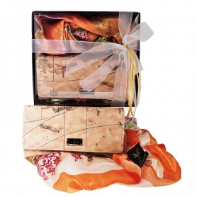Γυναικείο σετ δώρου 19V69 ITALIA - Φουλάρι διαστάσεων 90 x 90 και συνθετικό γυναικείο πορτοφόλι VQF POLO LINE 16210