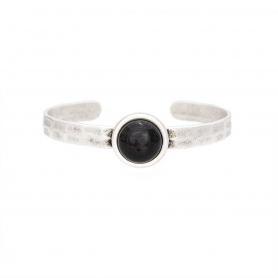 Μεταλλικό βραχιόλι από ορείχαλκο σε ασημί χρώμα με μαύρη πέτρα.  B-415-03-06-68